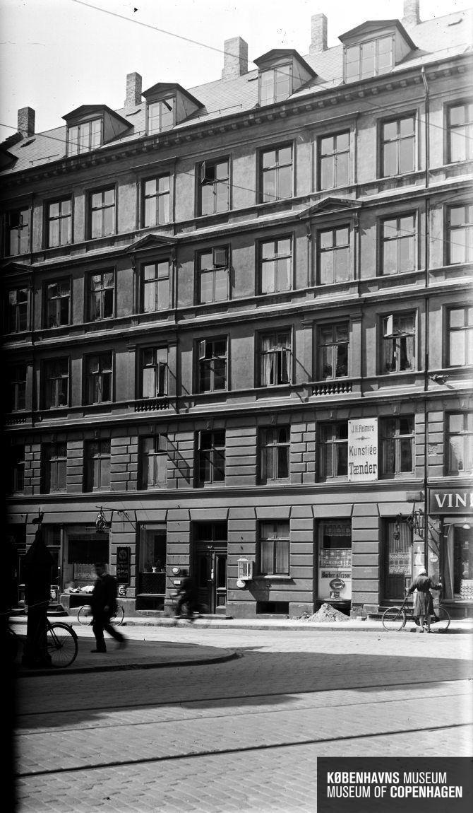 Hjørnet af Vester fælledvej og Vesterbrogade   Tid   Periode: 1935