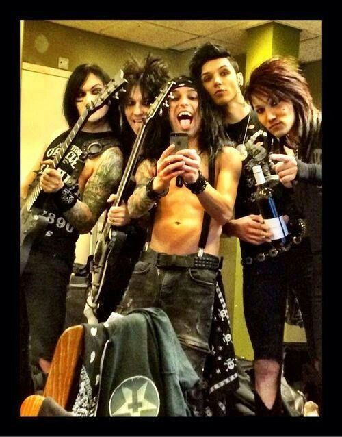 A band that takes selfies together. Stays together.