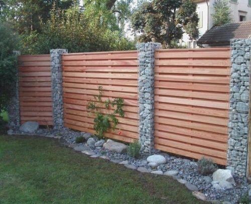 Gartenzaun mit Holz und Gabionen Modern garden design