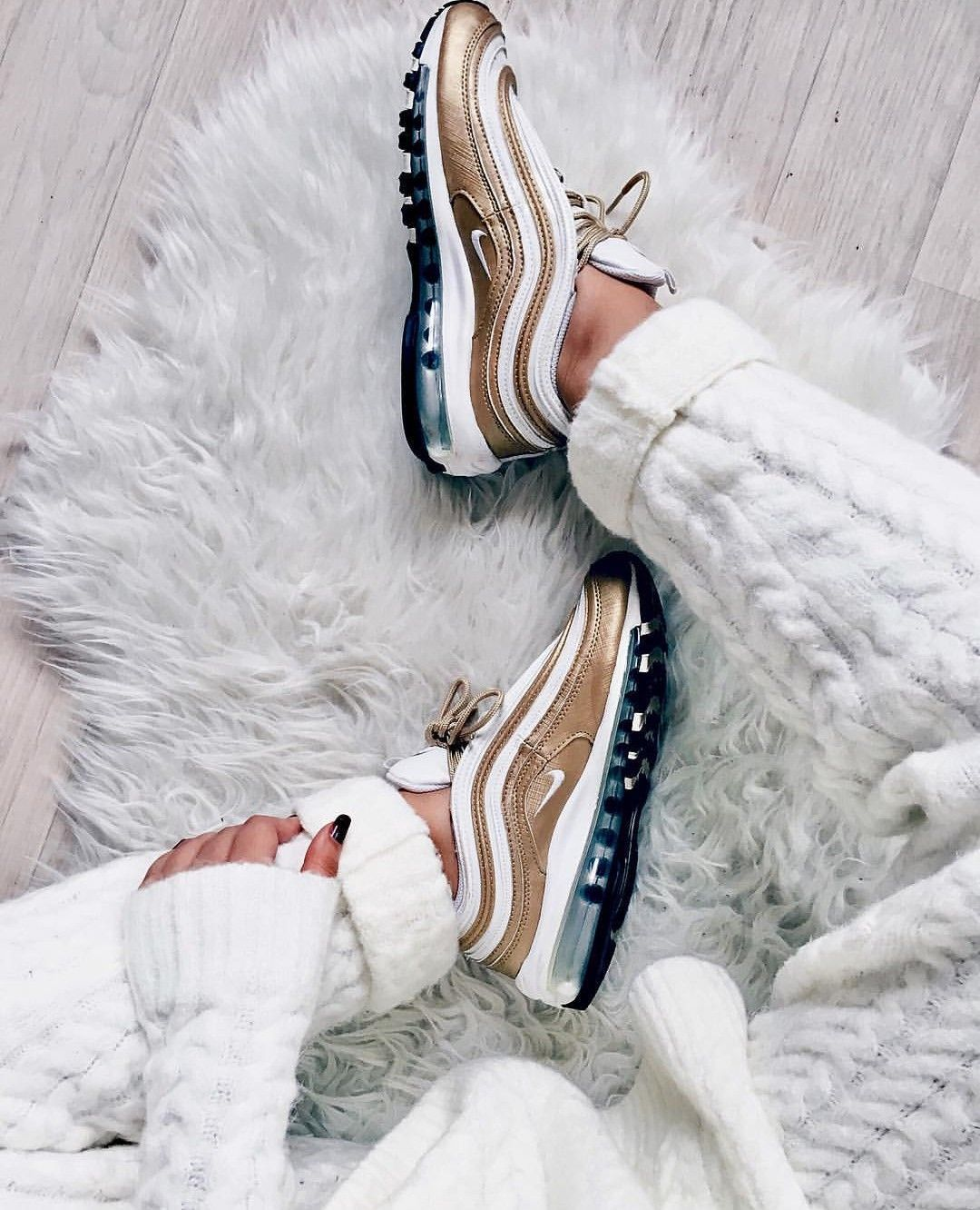 Nike Air Max 97 in goldwhite Foto: nawellleee (Instagram