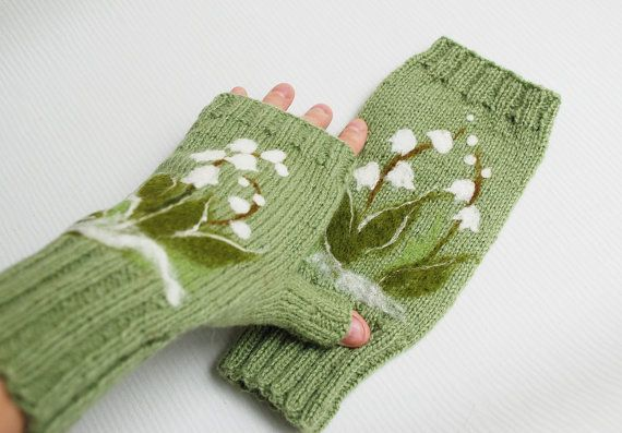 Green Fingerless Gloves with felted lily of the от MySunsetColor
