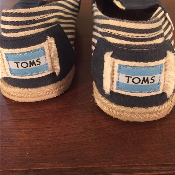 ef24476ca19 New Nautical Themed TOMS Absolutely adorable