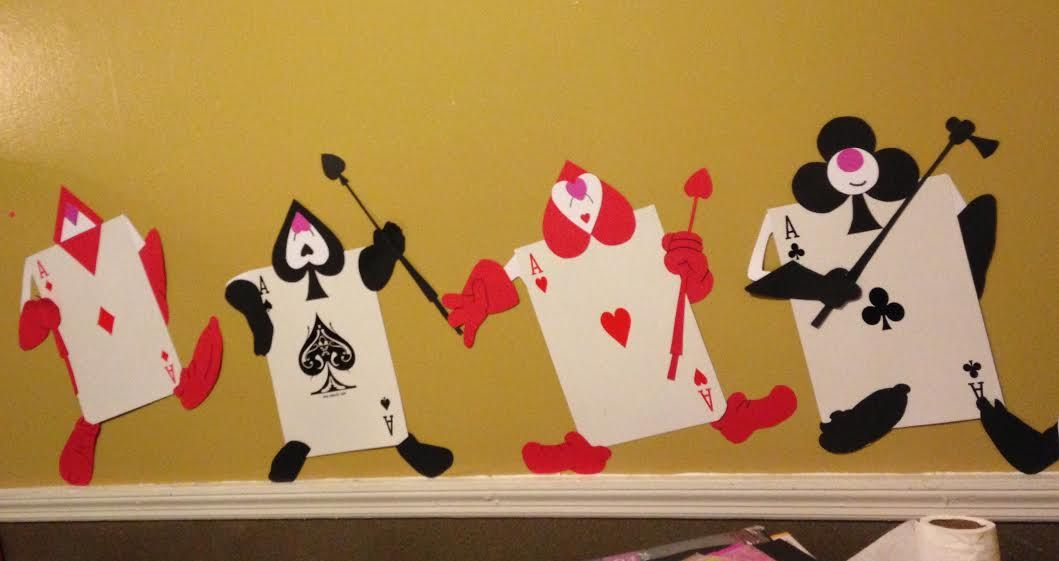 Diy Red Queen S Card Soldiers Made With Over Sized Playing Cards And Cardstock Crafts Wonderland Party Witch Diy