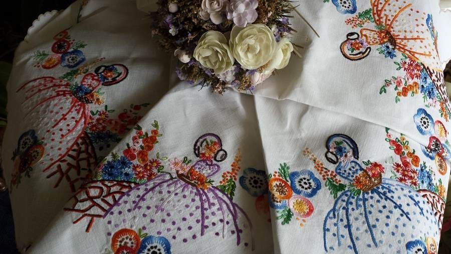 Vintage Linen Tablecloth Embroidered Crinoline Lady & Garden Scalloped Edge