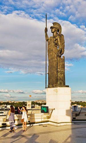 Estatua De Minerva Círculo De Bellas Artes Madrid
