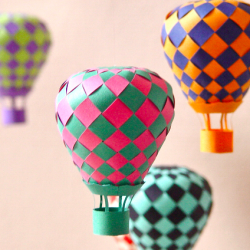10 Fun DIY Paper Projects... I love these hot air balloons! :)