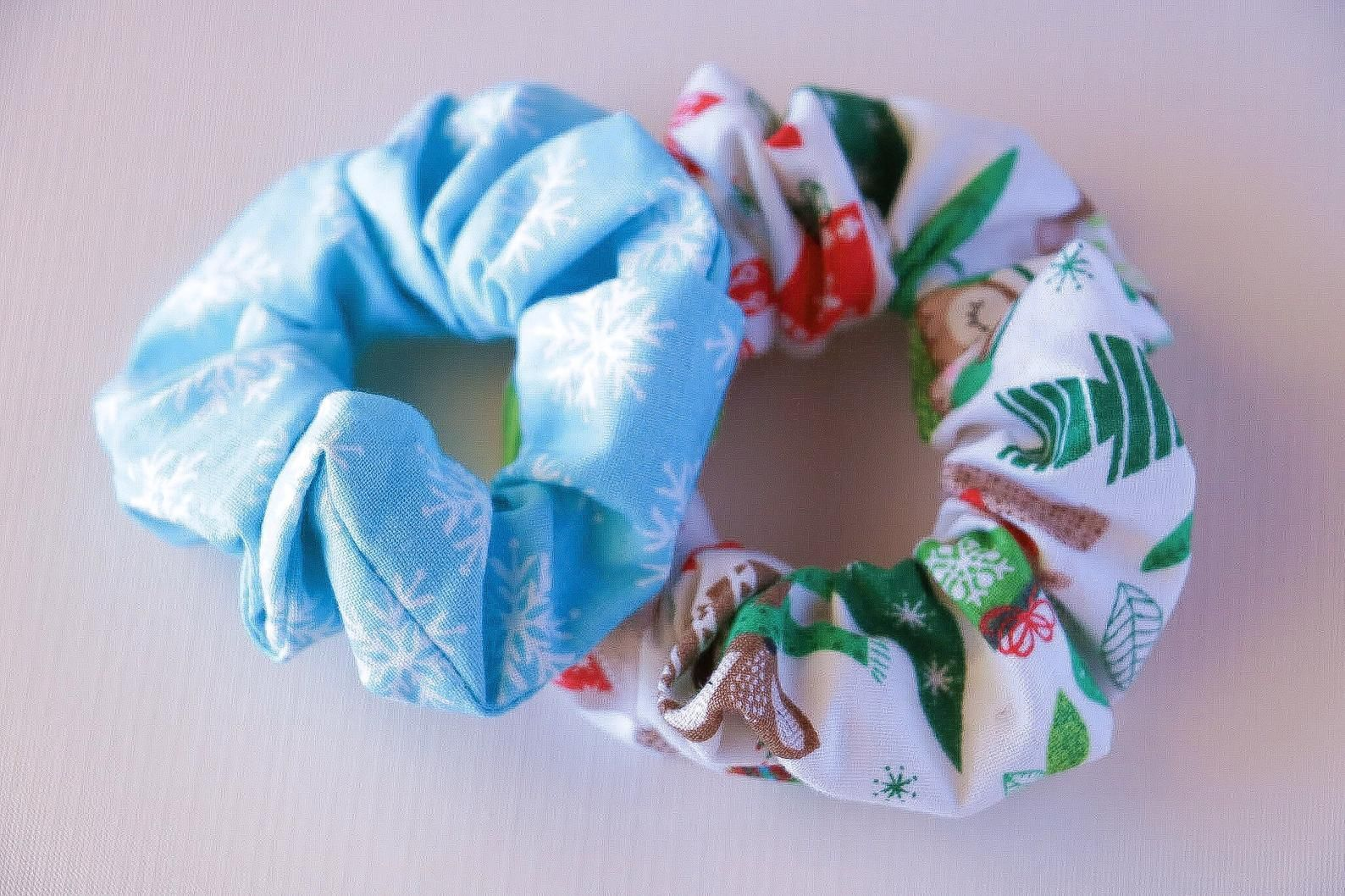 2-Pack Snowflake Christmas Scrunchies - #2Pack #Christmas #Scrunchies #Snowflake -    This 2-pack is super duper cute for anyone who loves a cute hair scrunchie, and definitely an adorable Christmas accessory too. Handmade by me. Each scrunchie has a limited stock, all made from 100% cotton.  FIND ME HERE; Instagram; www.instagram.com… Facebook; www.facebook.com/… Pinterest;  2-Pack Snowflake Christmas Scrunchies  CCourtneyMandala courtneymandala Scrunchies! This 2-pack is super duper cute for