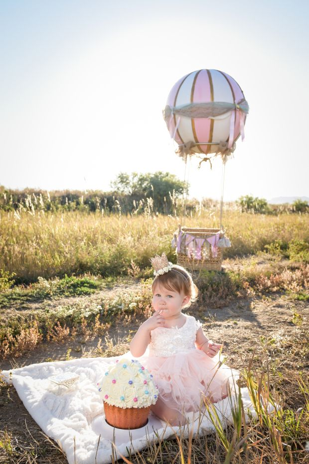 My DIY Hot Air Balloon & Smash Cake Photo Shoot