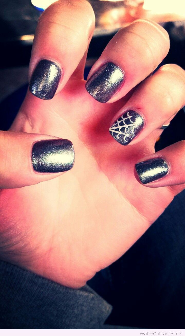 Simple grey nail design with spider web | Cute halloween ...