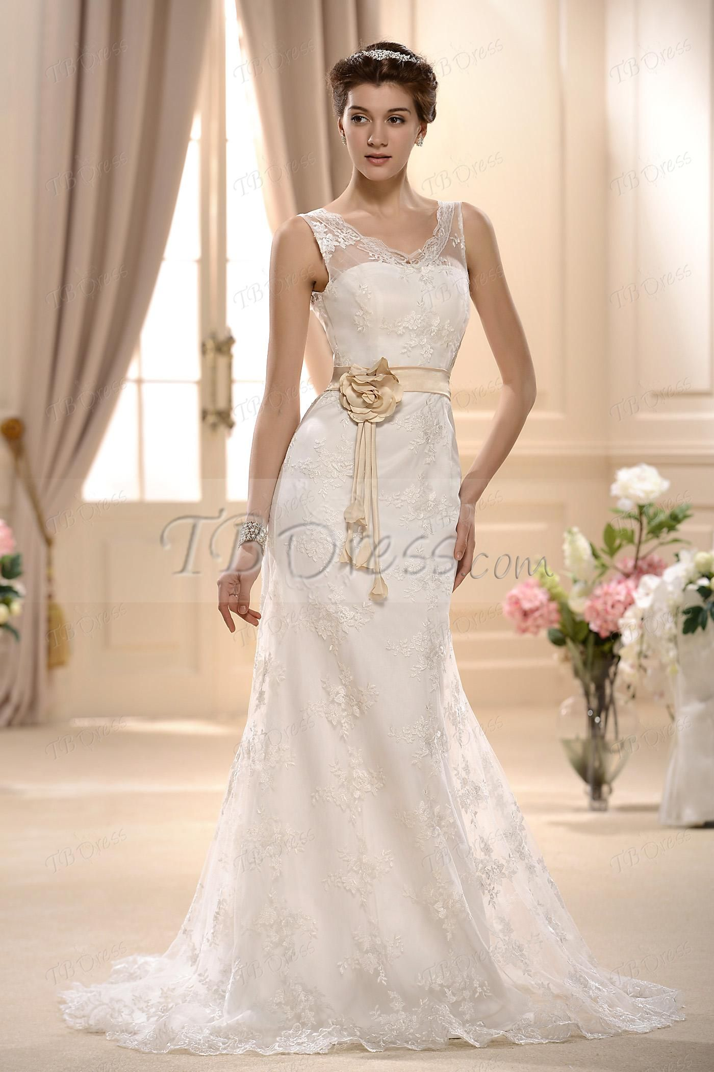Elegant sheathcolumn sleeveless vneck lace vintage wedding dress