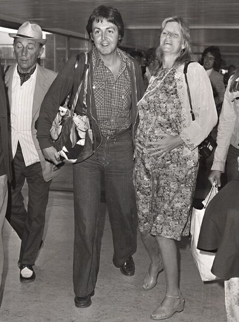 Paul McCartney And Linda Eastman I Believe Is Pregnant With James Here