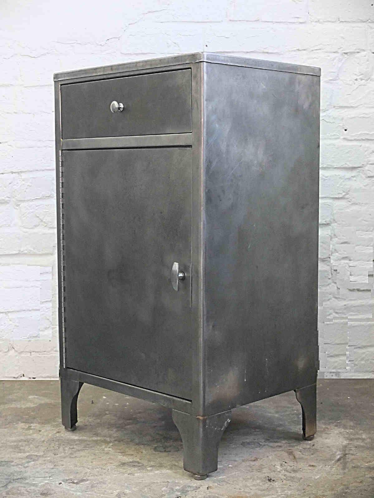 Echtes Industriedesign Vintage Industrieschrank Von 1951 Made In Brooklyn Industriedesign Industriedesign Vintage Design