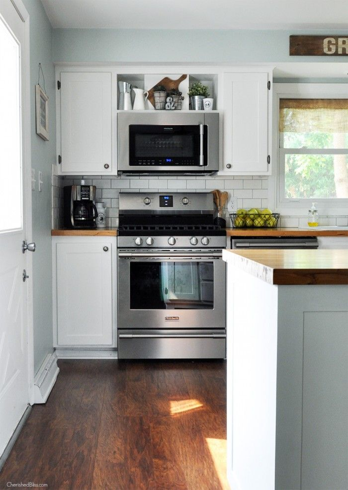 This Farmhouse Kitchen Is Both Functional And Inviting Stainless Steel Liances Bring A Professional Look While Adding Softer