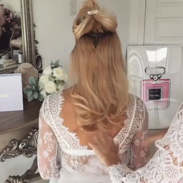 Accessories and bridal hair that is seriously on point with @ulyana.aster!