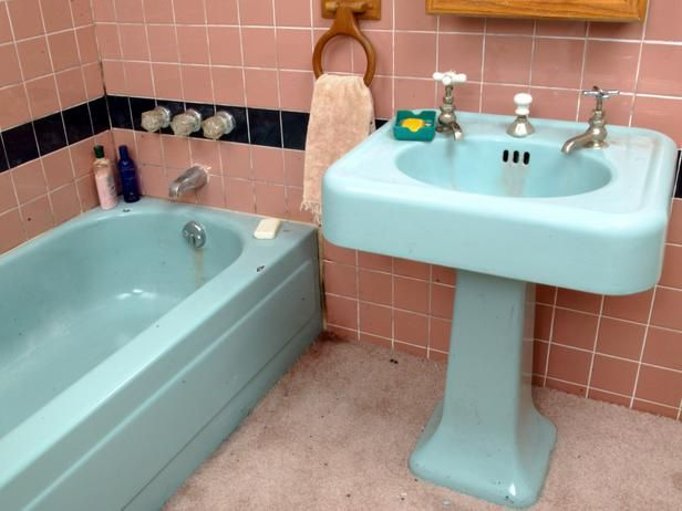 Tips From the Pros on Painting Bathtubs and Tile Painted bathtub