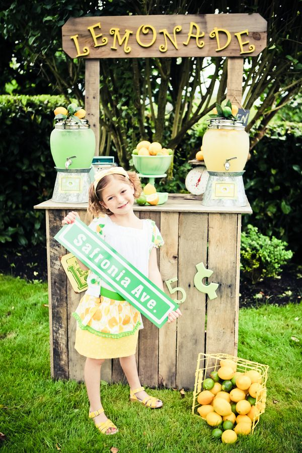 It's time to pucker up as we sink our teeth into this 7-year-old's citrusy sweet birthday party. Unlike most little girls, Safronia's dream party didn't involve princesses or cartoon characters… she dreamed of lemon & lime. Complete with a retro lemonade stand, a fabulous photo station, and a wonderfully tart color palette, join us as …
