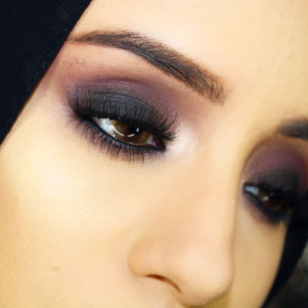 5227631ff21 Safiyah Tasneem (@safiyahtasneem) wears the Illamasqua Desire faux lashes  for a dramatic volumised lash. #illamafia