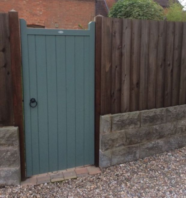 Our most popular side garden gate design the brentwood flat top with feature horns constructed from redwood pine softwood  painted finish also rh pinterest