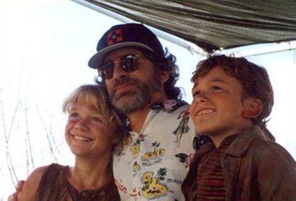 Steven Spielberg, Ariana Richards, and Joseph Mazzello ...