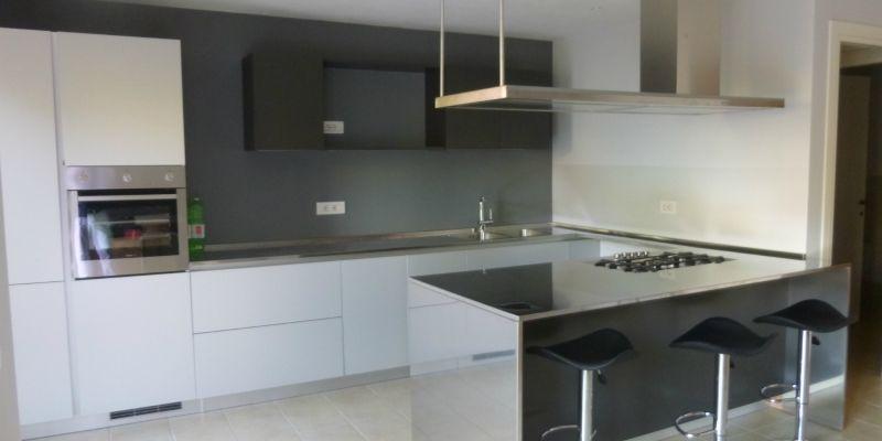 Cucina In Acciaio Inox Alluminio A Parete Con Penisola Cucina In Acciaio Inox Design Cucine Cucine Moderne