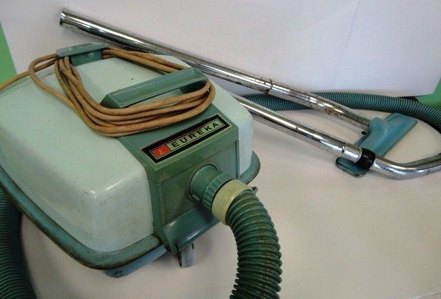 Vintage Eureka Vacuum Cleaner Upright Model 2010 Harvest Gold Bag Clean Eureka Vacuum Vacuum Cleaner Upright Vacuums