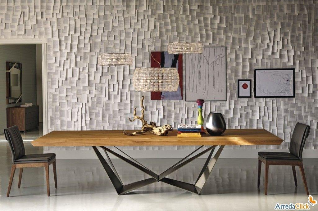 Mobili design in legno: il tavolo skorpio con piano in legno e