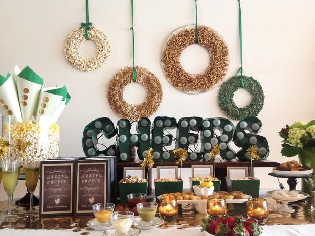 Fabulous idea to decorate for a holiday movie night #holiday #party #movie #decor