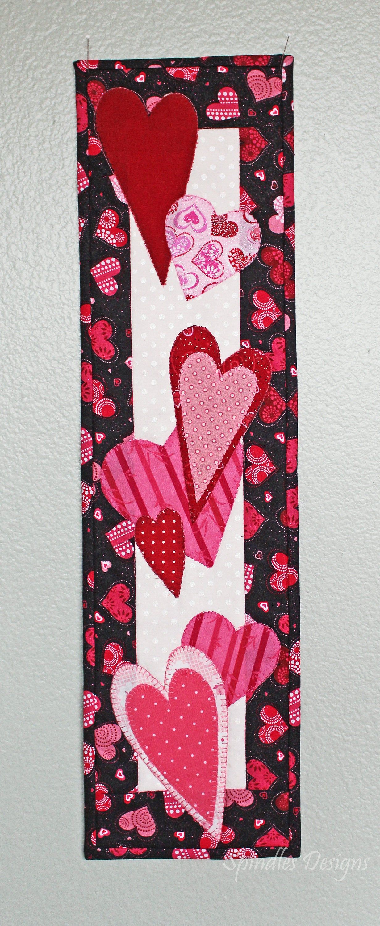 Valentine S Day Wall Hanging Valentine S Decor Etsy In 2020 Valentine Decorations Sewing Machine Quilting Wall Hanging
