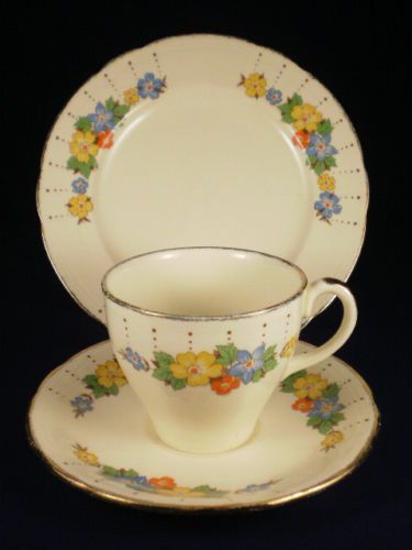 Alfred Meakin 4 Cups And Saucers Gold Leaf And Flower Alfred Meakin