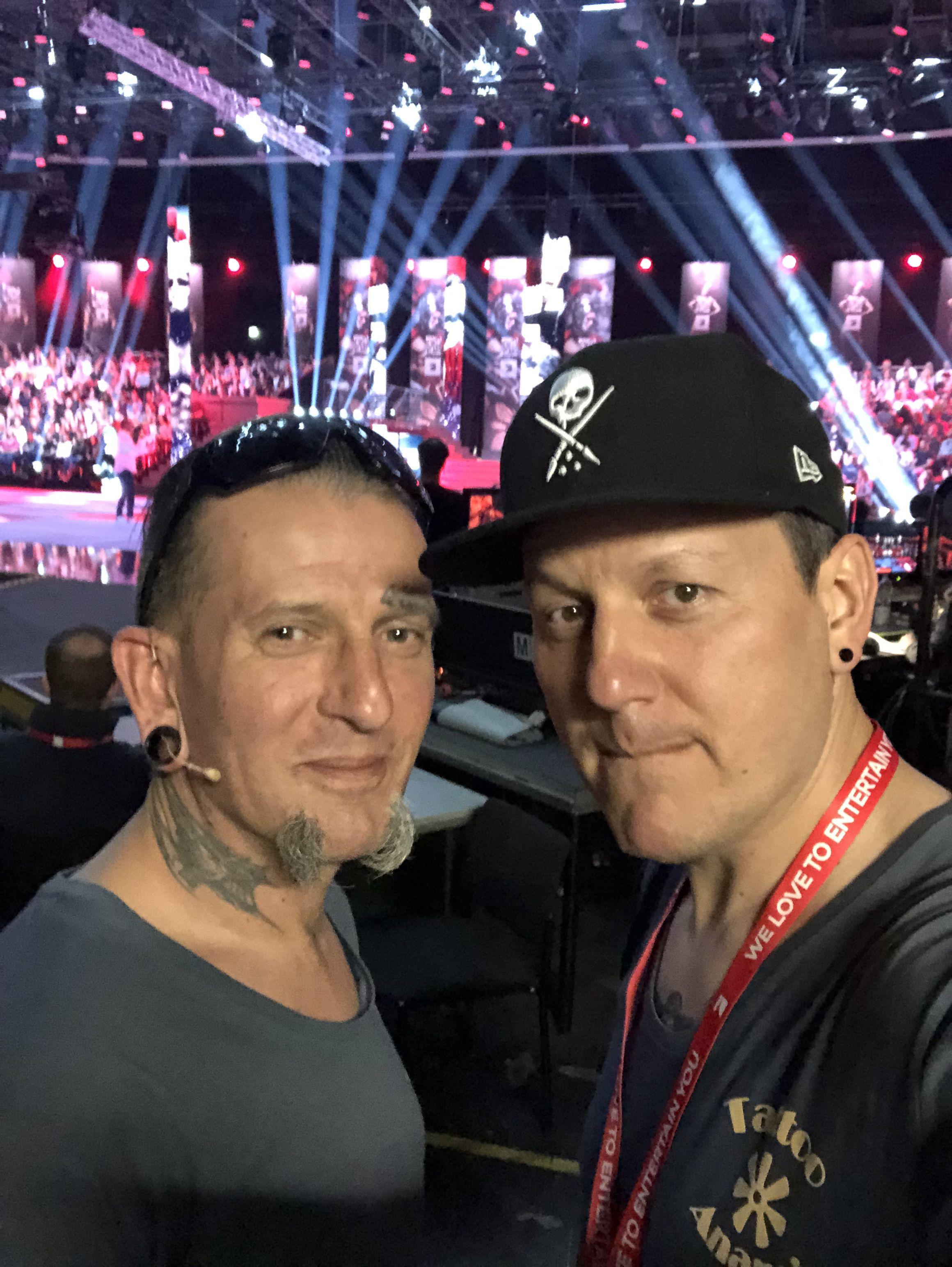 Laszlo Und Paul Mit Pro7 Am Set Joko Und Klaas Studio Tattoo Studio