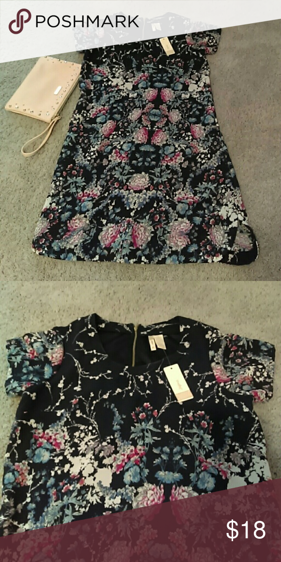 Boutique floral dress 100% polyester. New dress . I'm 5'3 and it fits me right below the knee Dresses Midi