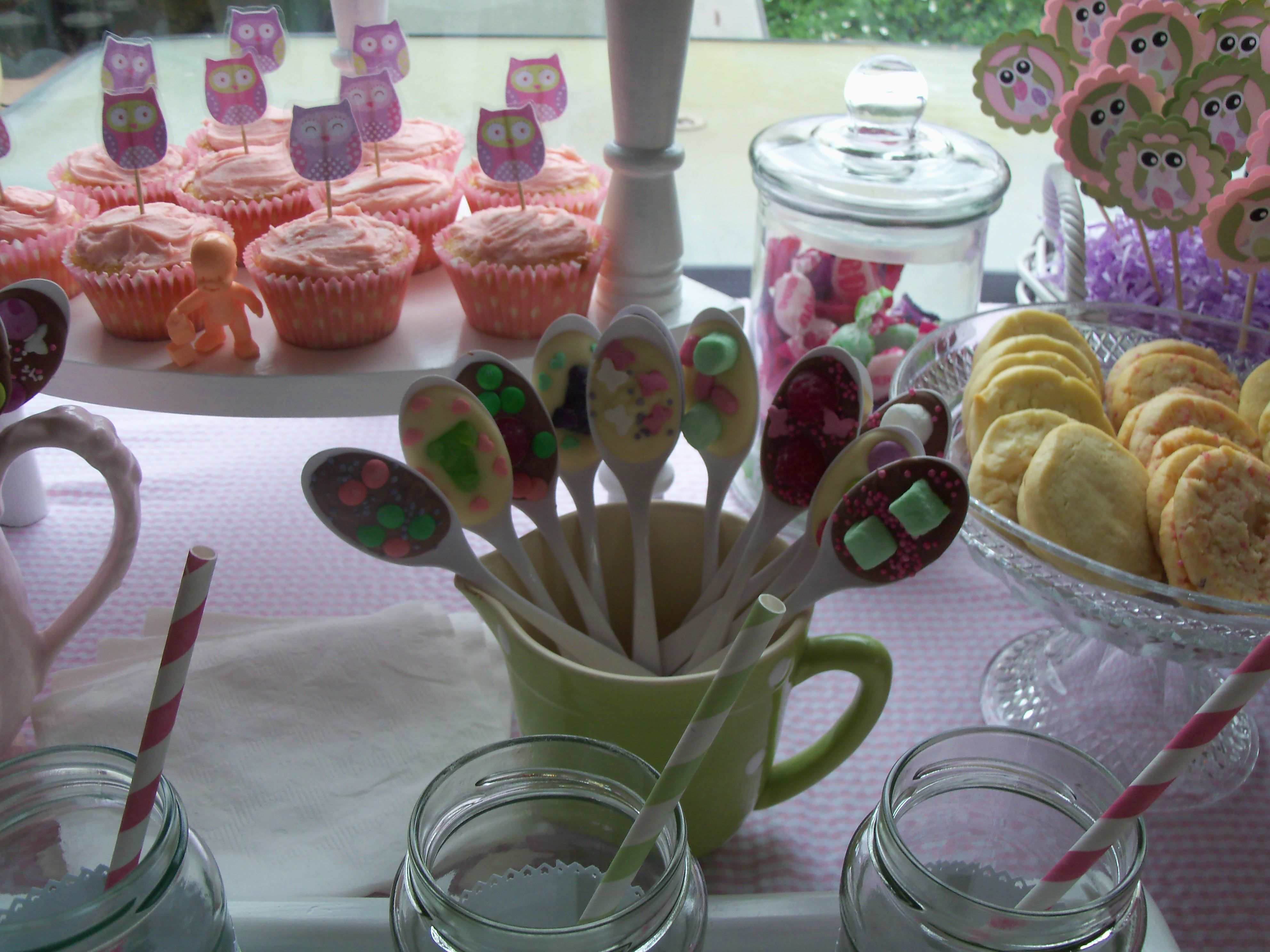 Yummy chocolate & lolly spoons, so easy & affective!!