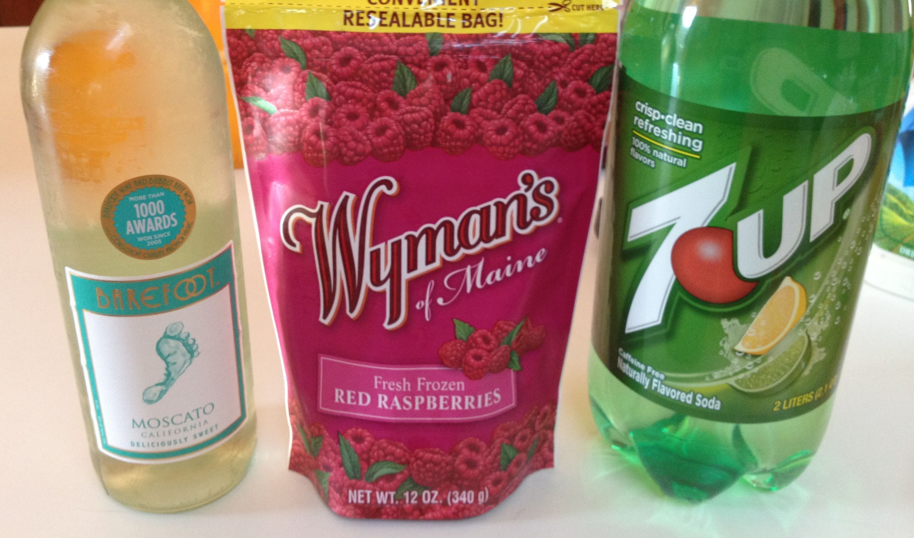 Moscato Spritzer Equal Parts Moscato Wine 7 Up And Frozen Raspberries Yummy Spritzer Recipes Fun Drinks Spritzer