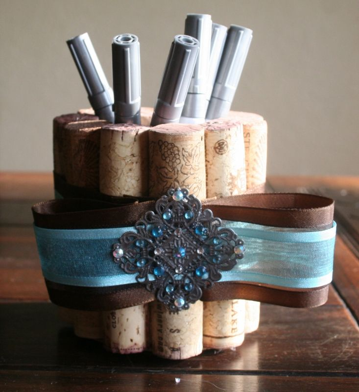 Cork Crafts For Weddings: The Cork Pen Holder For The Wine Bottle Signature Table