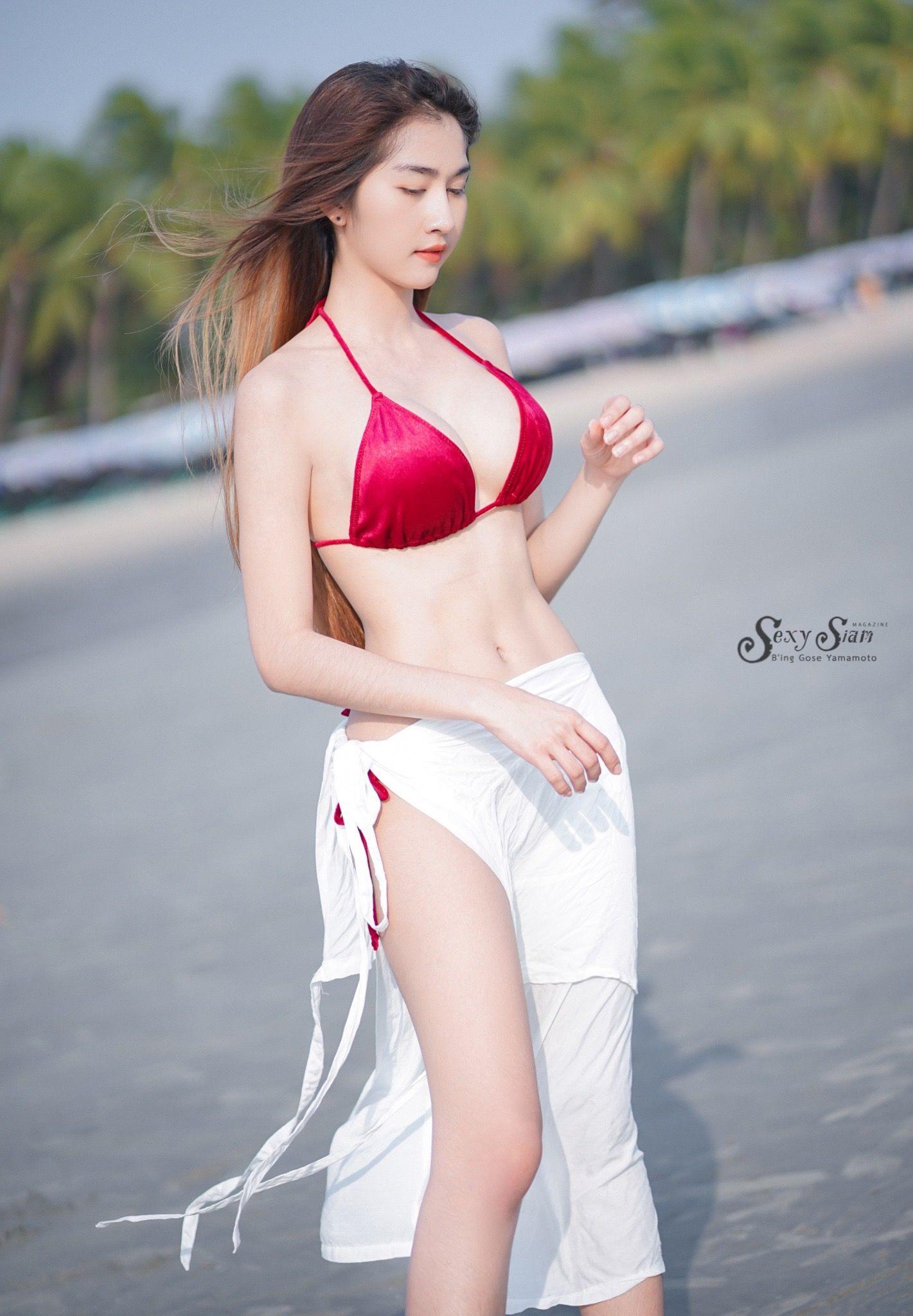 Very Beautiful Young Girl