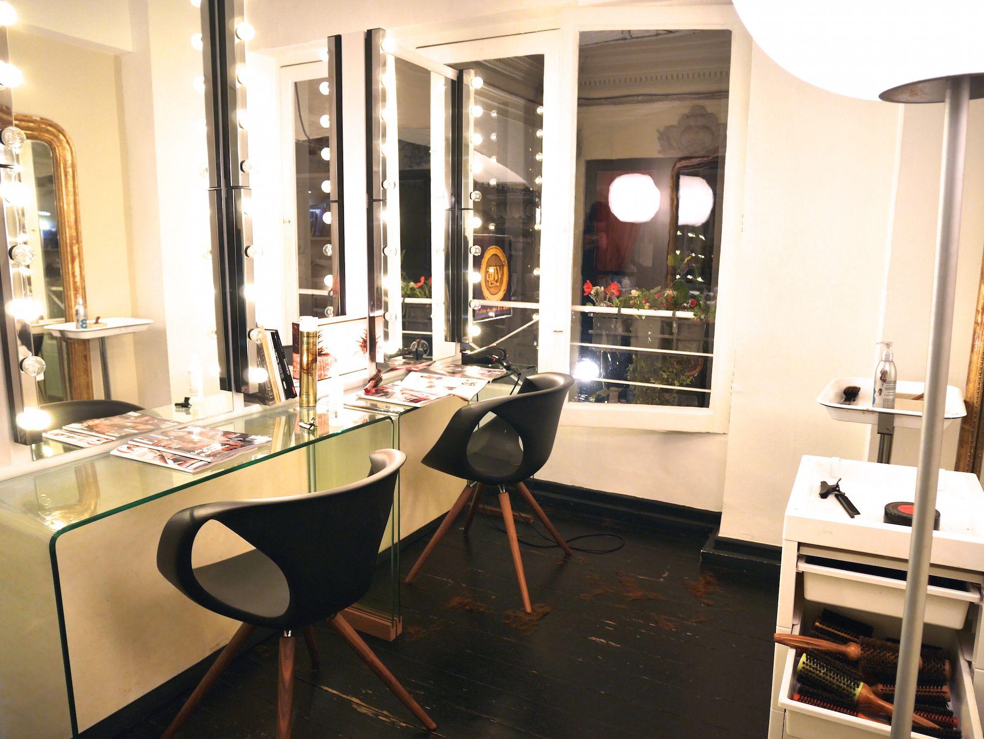 Le Petit Vintage Salon De Coiffure Bordeaux Salon De Coiffure Salon Bordeaux
