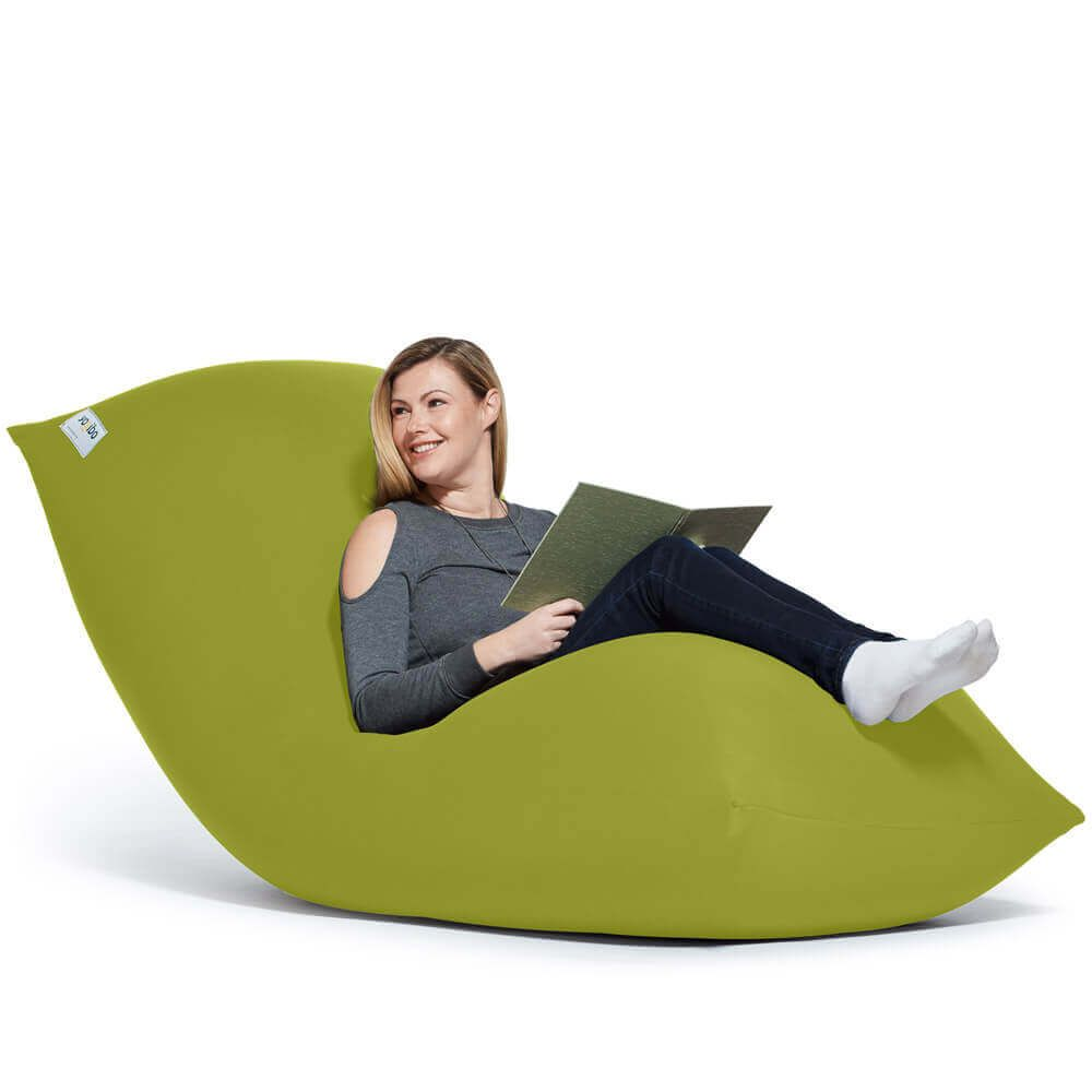 Yogibo Max ヨギボー マックス は完全に体にフィットする不思議なビーズソファです ビーズソファの中でも大型なので 2 3人でソファ として使ったり 一人でベッドやリクライニングとしても使えます リビングなどで家族と一緒に使いたい方におすすめのビーズソファ