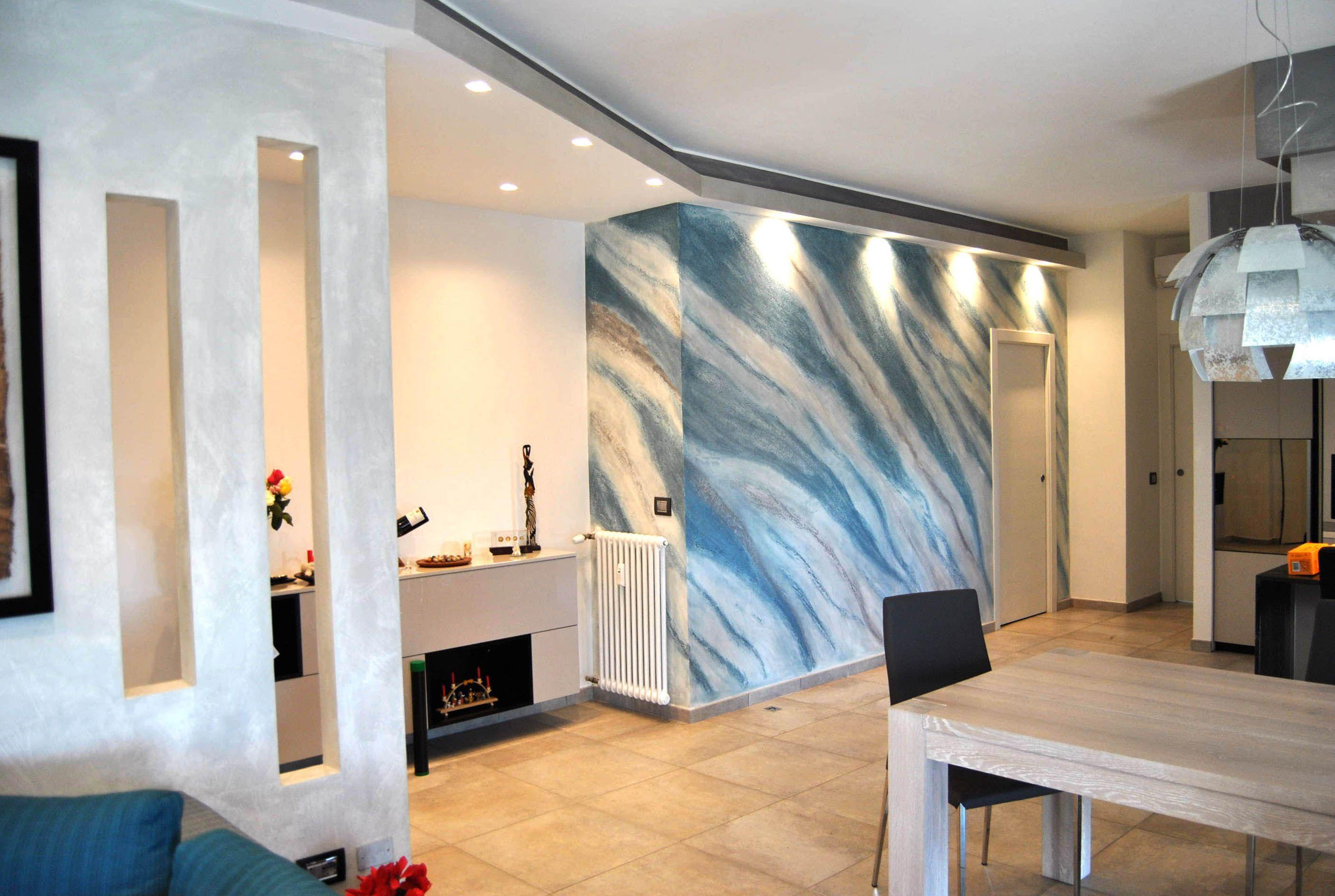 Soggiorno realizzato con finiture decorative e realizzazione di una ...