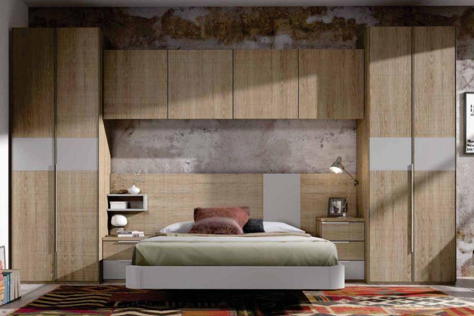 Dormitorio con puente de gran capacidad de almacenaje for Dormitorio puente matrimonio