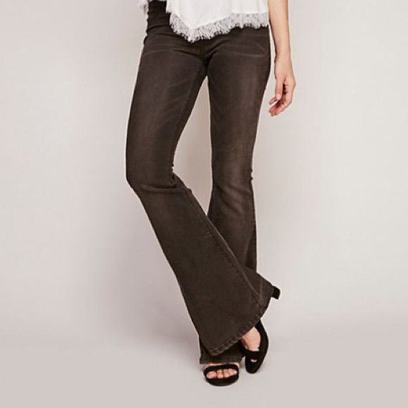 d4bf1479df71 ⚫️Free People Pull-On Kick Flare Pull-on flare with smooth comfort  waistband. Never been worn! Size 25 in Washed Black. Free People Pants Boot  Cut   Flare