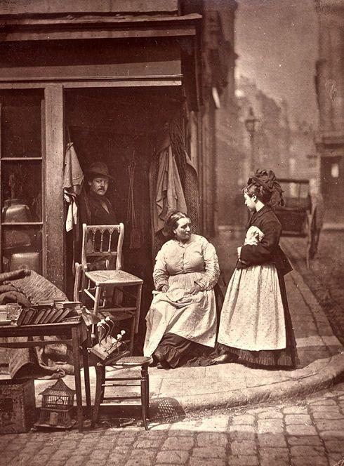 19世紀ロンドンへタイムスリップ☆1876年当時の労働者たち!古着・家具 ...