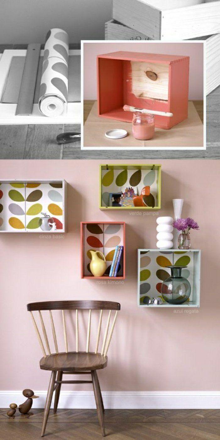 küchenregal aus holz farbe tapete hölzerner stuhl blumen weiße vasen ...