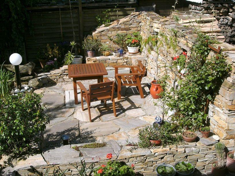 1535 Sitzplatz Im Garten Mit Steinmauer