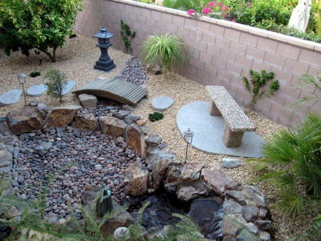 Jardin de rocaille et déco en pierre naturelle en 40 idées - banc en pierre pour jardin