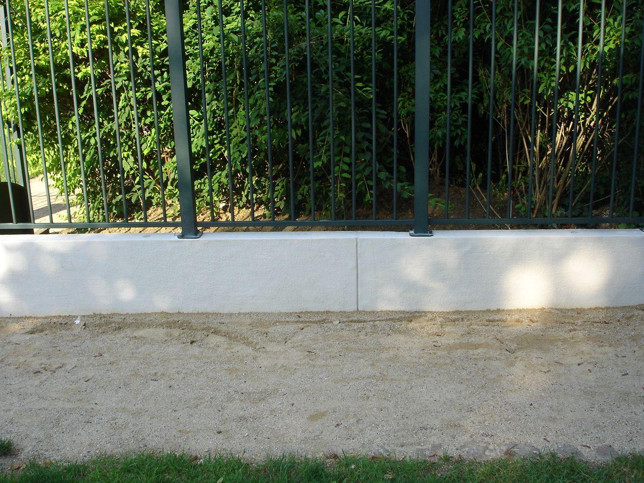 Muret En Pierre Reconstituée pour muret grenaill� en pierre reconstitu�e; am�nagement et d�coration de