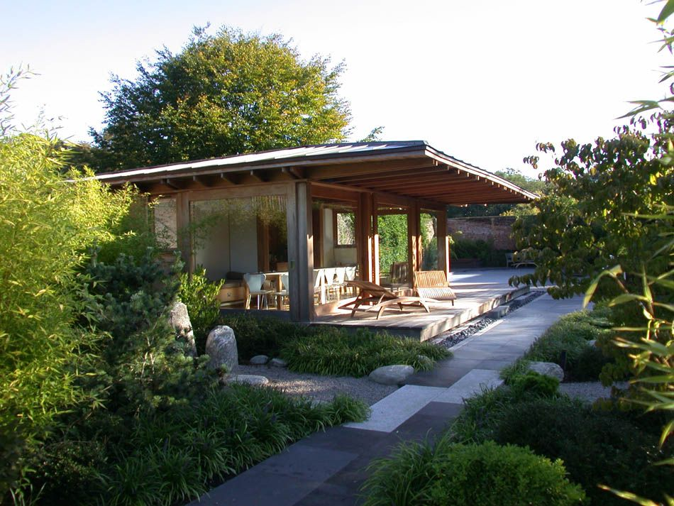 Oliver Morgan Architects Japanese Tea house as Pool House