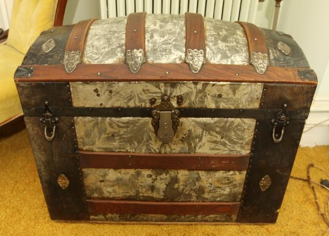 Ornate Dome Top Steamer Trunk With Interior Compartments 30 X17