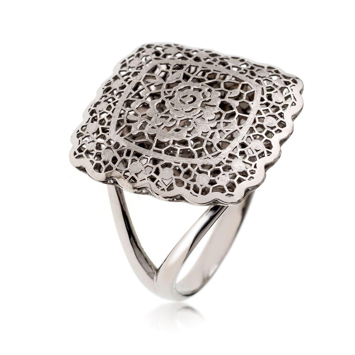 d222670c376 Pierścionek z kolekcji NEONERO wykonany z białego złota to propozycja  jednocześnie elegancka i odrobinę dziewczęca.