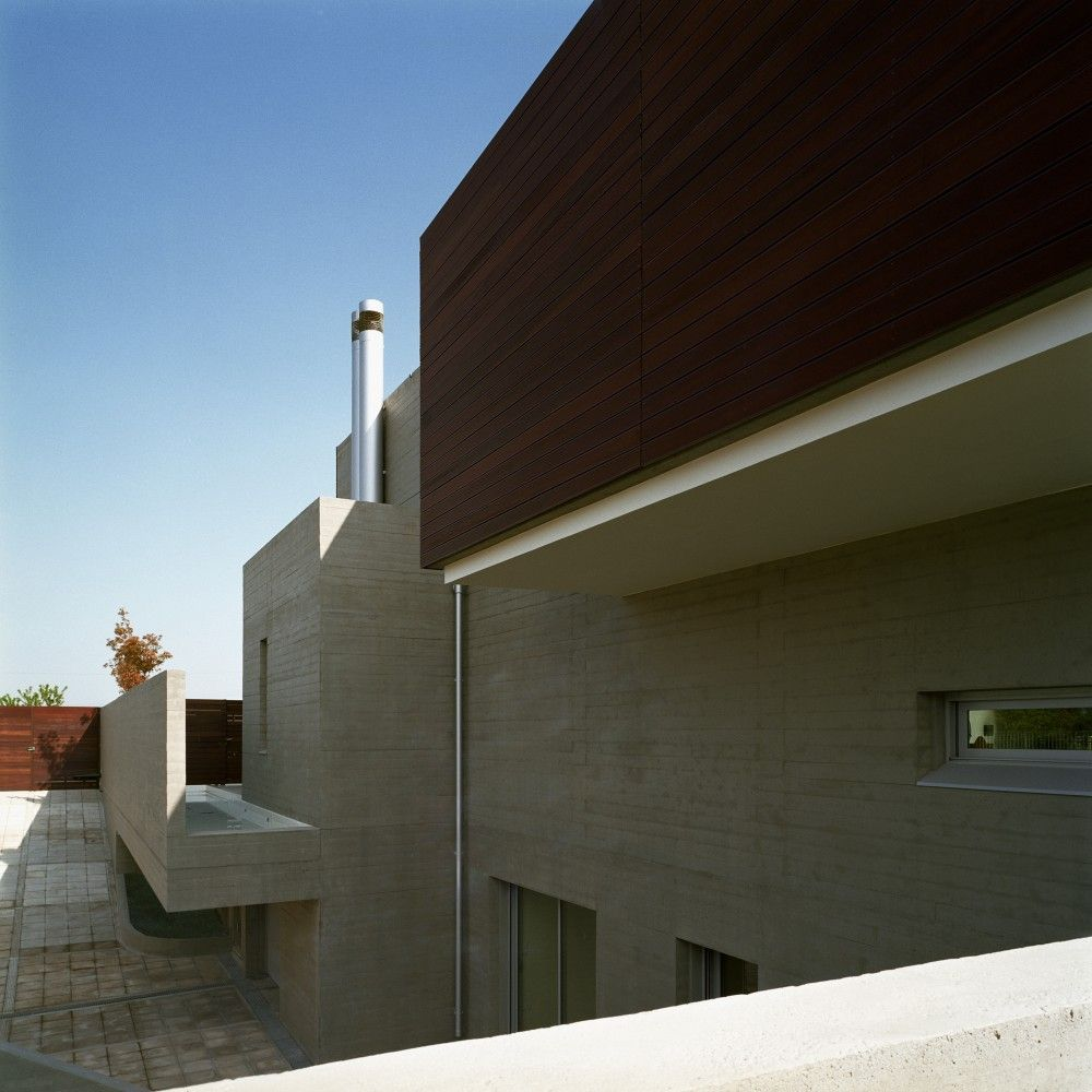 Structure details of shapes and geometry l shaped house in greece by potiropoulos d