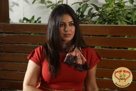 Bollywood actress Mahima Choudhury has been awarded the best actress for the movie Dark Chocolate that premiered at the Festival of Globe (FOG) in California.